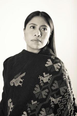 Yalitza Aparicio posa para fotografía promocional de festival.